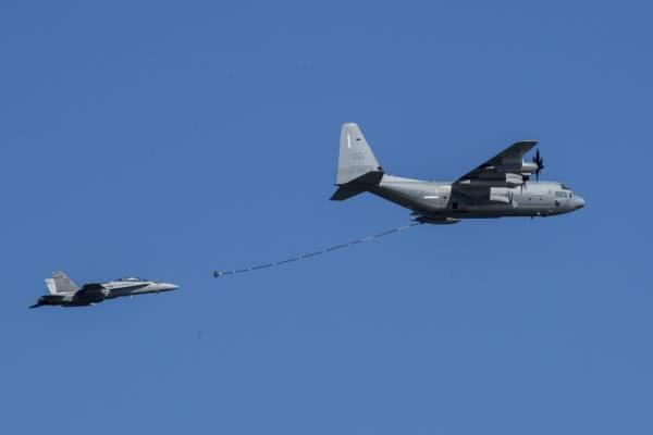 驻日美军两机空中相撞坠海