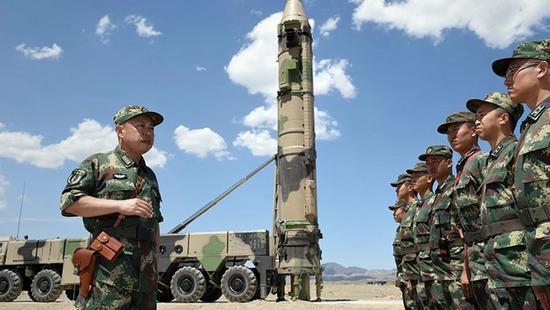 火箭军新型导弹武器装备加入战斗序列