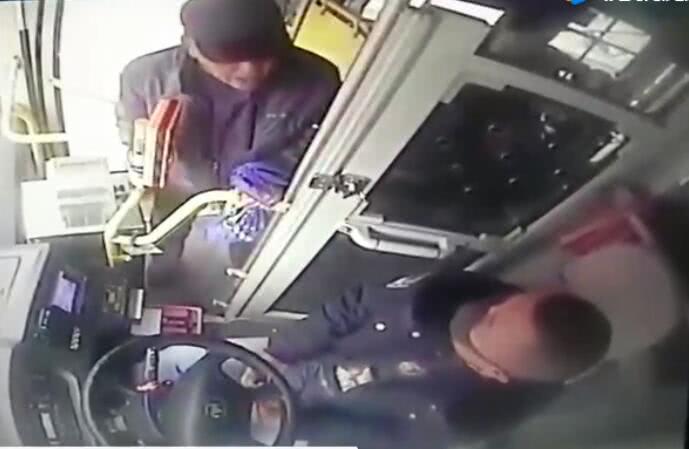 老人殴打司机抢夺方向盘!辽宁铁岭警方通报处理结果
